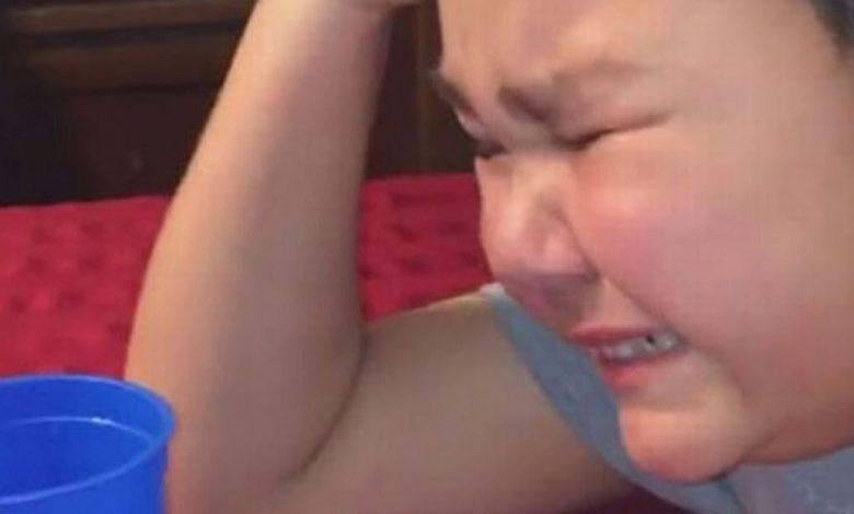 Photo of Un chico de 9 años llora de felicidad tras terminar su última quimioterapia