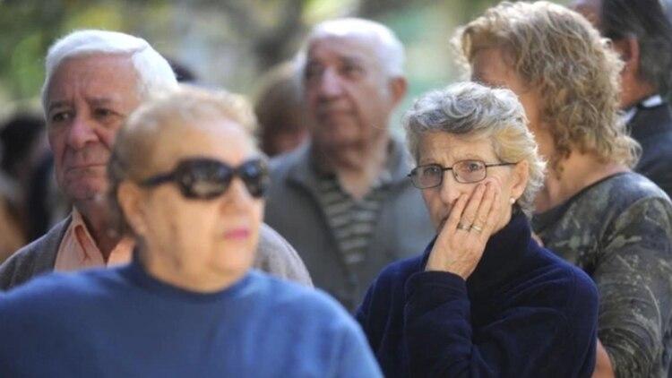Photo of 7000 jubilados presentaron una demanda colectiva para que vuelva a aplicarse el porcentaje de aumento que otorgaba la anterior fórmula de movilidad