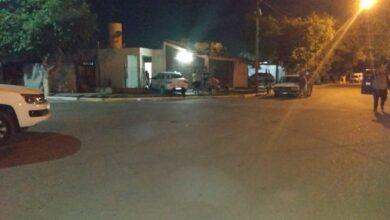 Photo of Tras un fuerte choque en Chimbas, un auto se incrustó en una casa