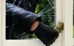 Photo of Una pareja fue sorprendida por un ladrón mientras estaban en el interior de su domicilio