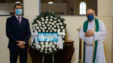 Photo of «Nos hemos puesto de pie en homenaje a ellos»: el recuerdo de Uñac a los fallecidos en el terremoto del 44